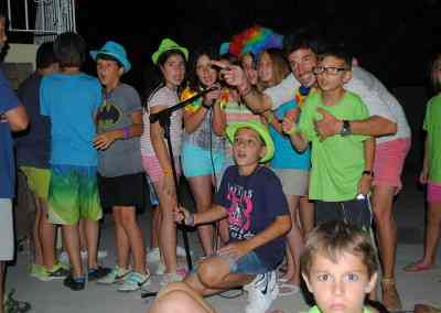 Cantamos y nos disfrazamos en el Campamento de ingles