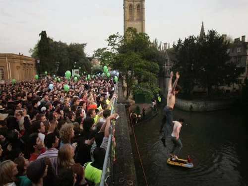May Day en inglaterra, saltando del puente