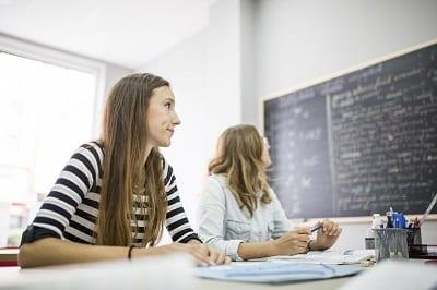 Un curso de inglés intensivo contribuye a que superes una prueba de certificación.